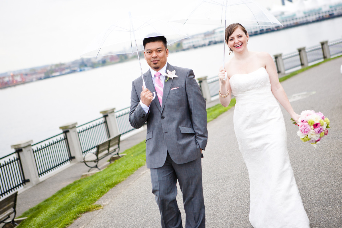 stanley park wedding, teahouse wedding, bride and groom portrait, rainy wedding