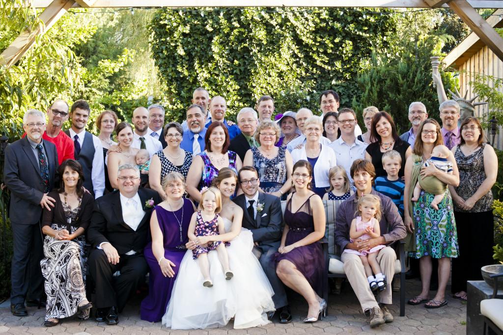 large family portrait, abbotsford wedding
