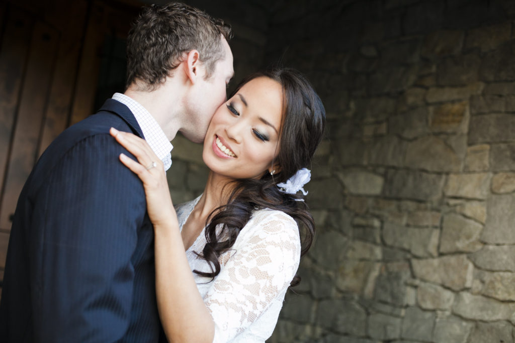 couples photo kissing engagement