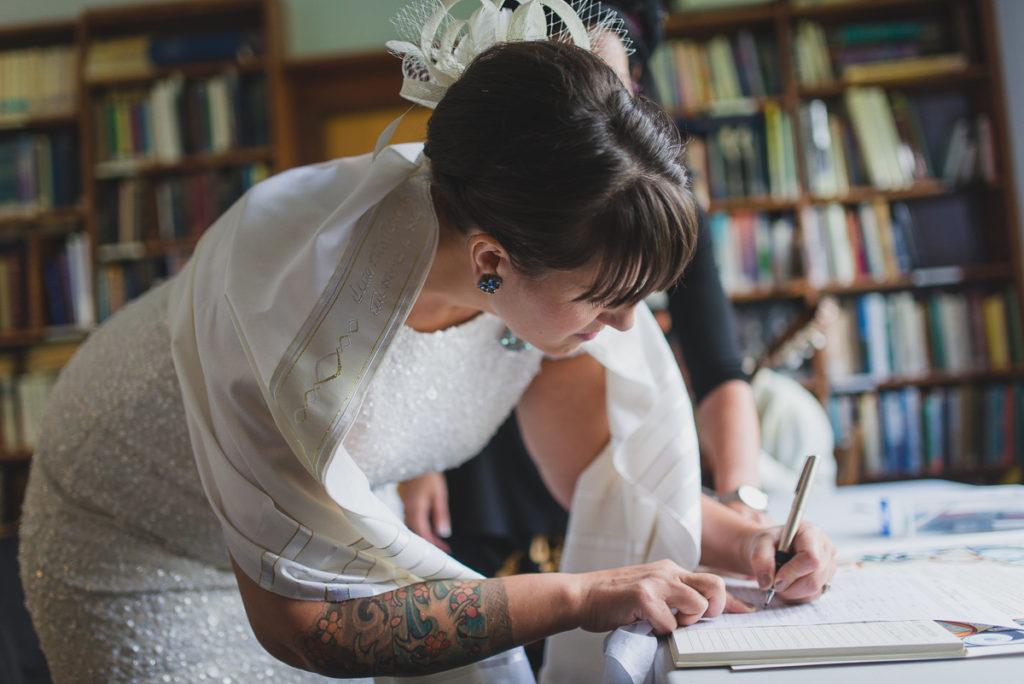 bride signing ketubah, jewish wedding vancouver, tattooed bride
