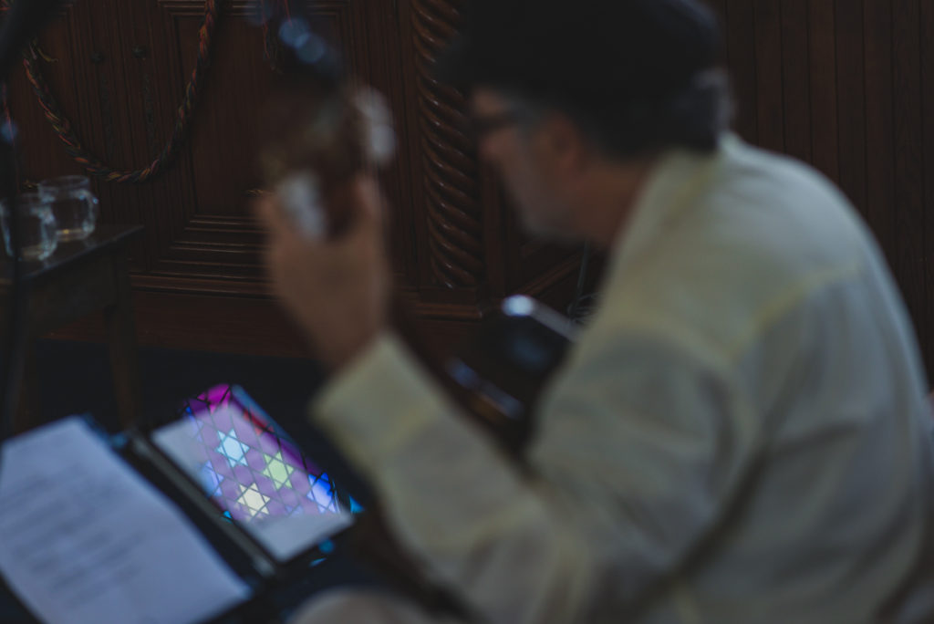 or shalom synagogue wedding, guitar player