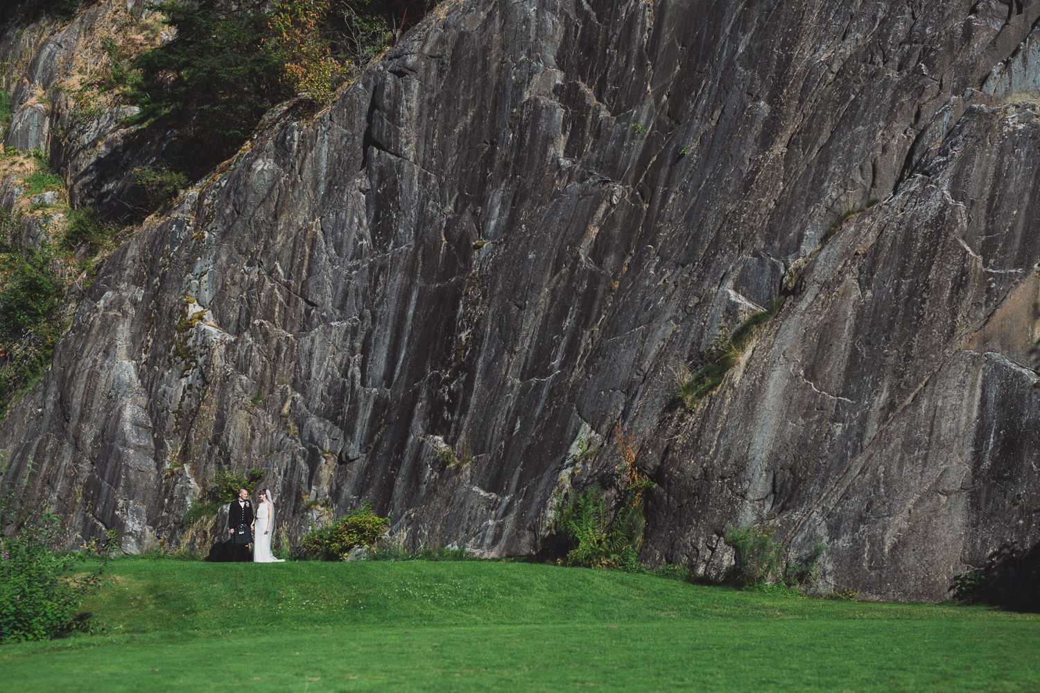 Couples portrait at rock wall at Furry Creek Squamish wedding