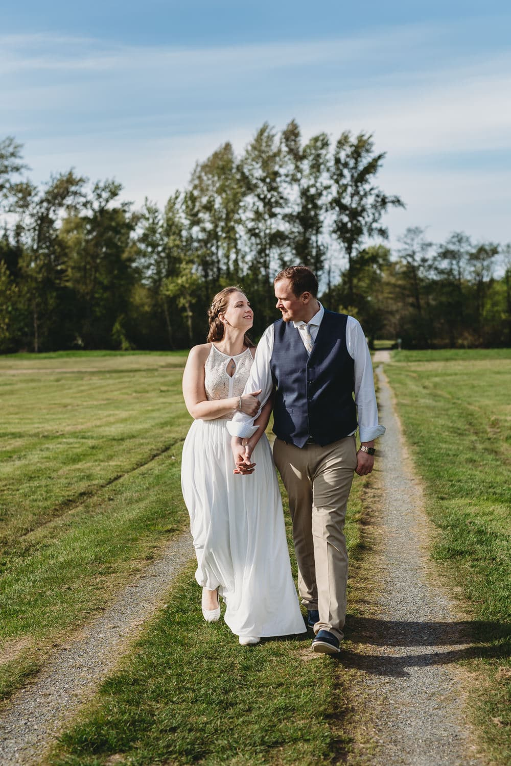 couples portraits at campbell valley park after hand-fasting elopement ceremony