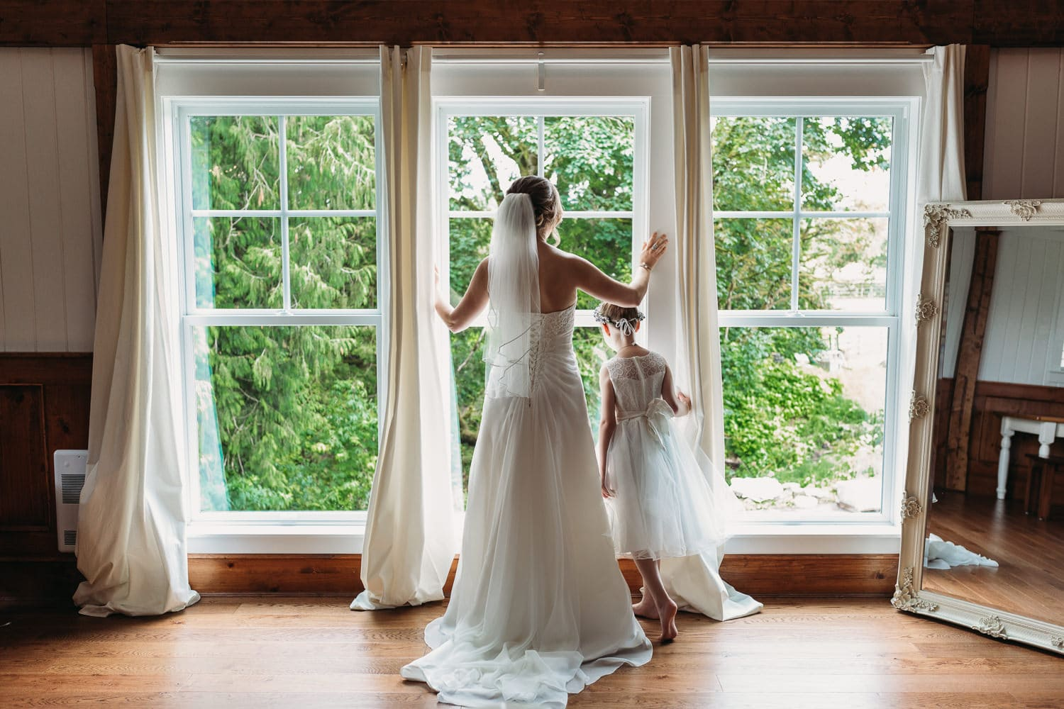 bridal loft at heronsbridge in abbotsford with bride looking out window